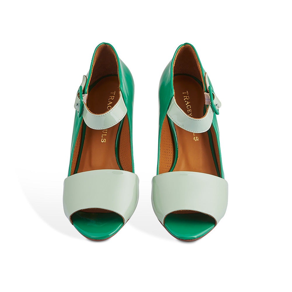 A centrepiece of this Spring collection, Buffy is a devastatingly gorgeous heel with a vibrant patent green leather upper and contrast patent sage elements. A single piece of leather has been expertly wrapped over the shapely heel, creating a beautiful silhouette that follows the line of the leg.