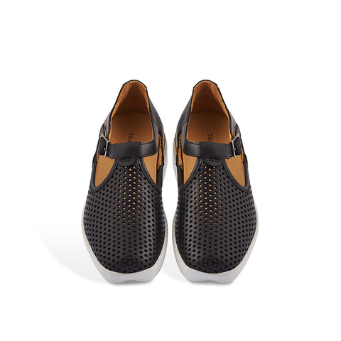 Sporting a new rounder toe that subtly complements the distinctive heart-shaped rubber toe detail, Crist by Tracey Neuls is the ultimate casual summer shoe. The rubber sole and soft leather insole provide exceptional comfort and the perforated black leather upper is wonderfully breathable in warmer weather.