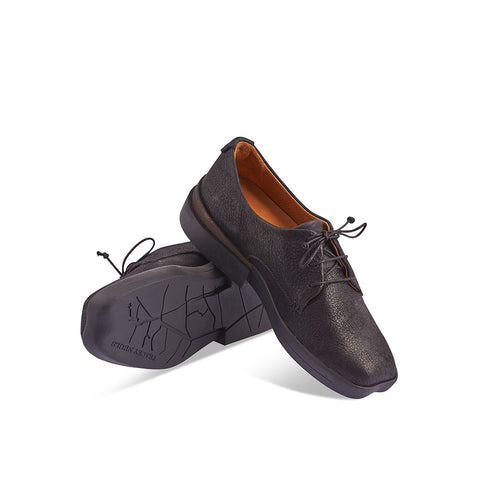 With a glistening lightly brushed leather upper, Dean is Tracey Neuls' sophisticated version of a trainer/derby hybrid. This incredibly comfy lace up has a lightweight and durable rubber sole, signature heart-shaped toe and hand-stitched details.