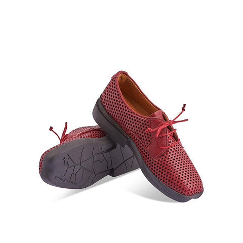 A contemporary lace up with year-round versatility, Dean features a plush perforated leather upper with winter-proof leather lining. Incredible comfort is found through a chunky yet lightweight rubber sole and the signature heart-shaped toe offers an accommodating fit on any foot.