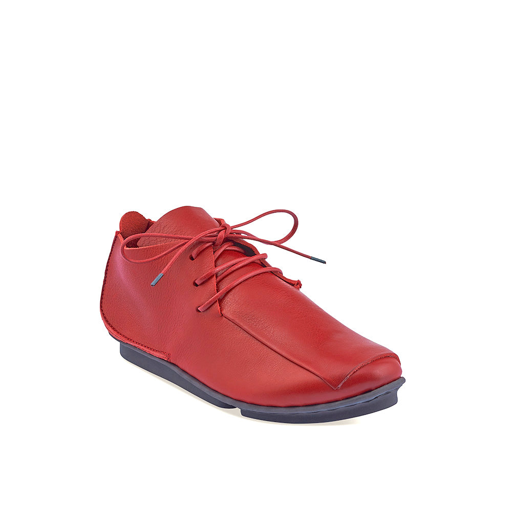 In sumptuous red leather, Furrow is an astonishingly comfortable lace up on Trippen's popular 'penna' sole. The minimalist upper is elevated with a right-angled section of leather draped elegantly across the vamp.