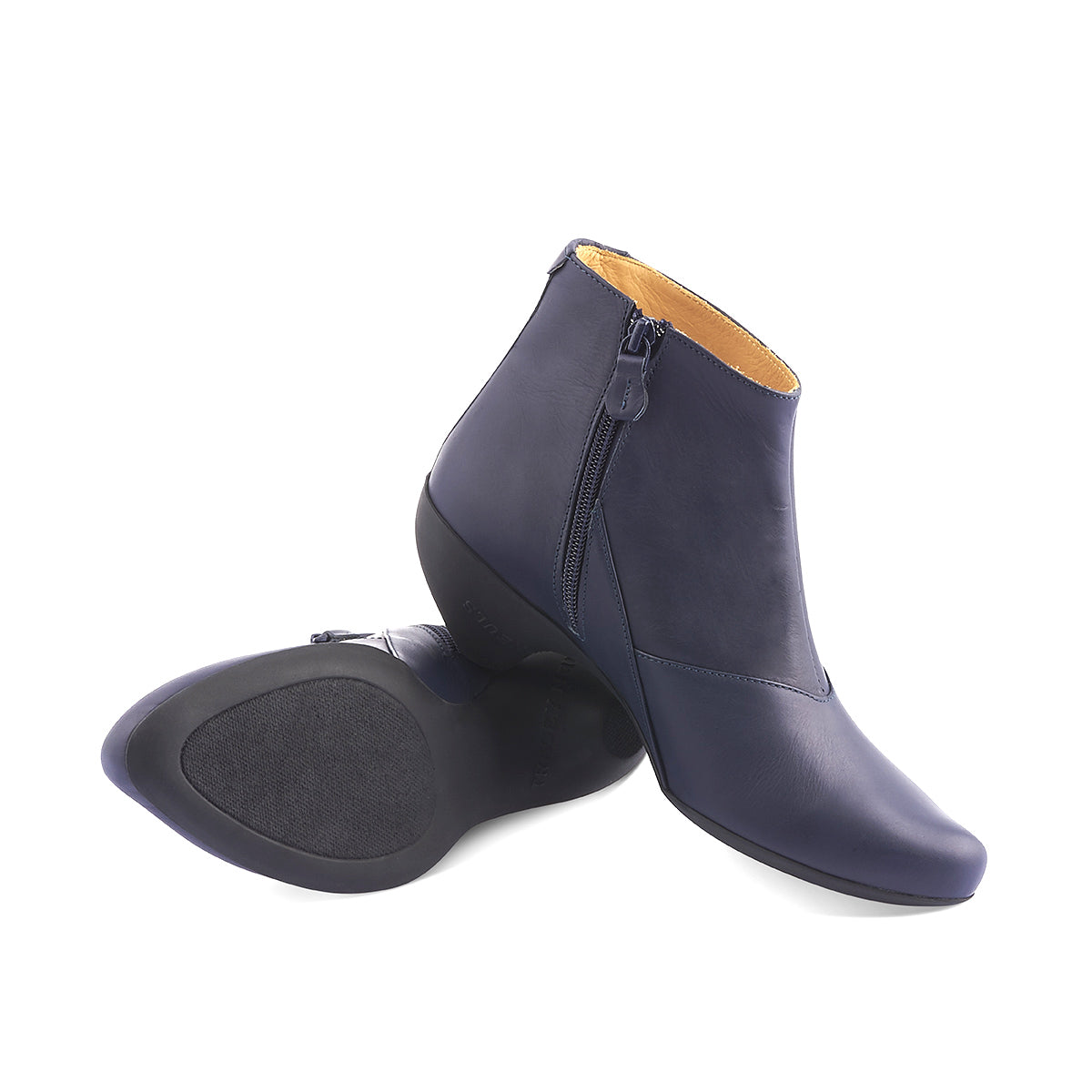 With a stormy navy leather upper, Ginger is a versatile ankle boot from the talented Tracey Neuls. The soft upper features a subtle inner zip, fine angular seams and an exquisitely comfy contoured rubber sole and signature sculpted toe shape.