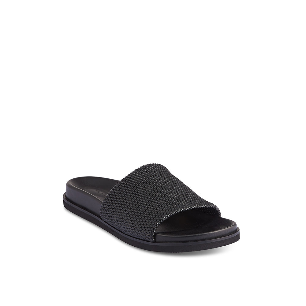 A vegan option for summer, Janet features an amazingly comfortable stretch material upper that securely holds the foot. The contoured inner sole provides the right amount of arch support and the textured, durable rubber sole is perfect for use on any surface.