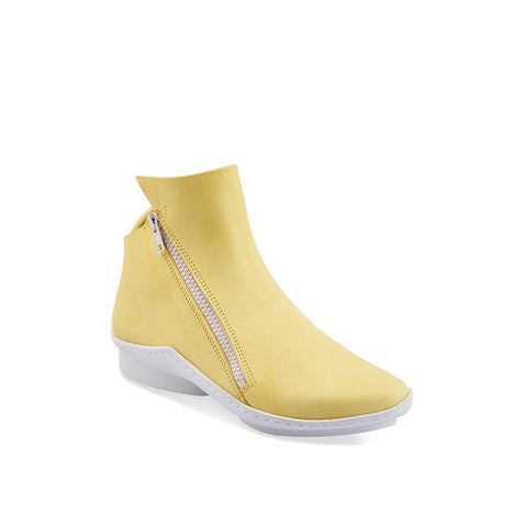 This sporty yet elegant ankle boot by Trippen features a dynamic shape with a swooping line around the ankle. In a stunning light yellow finish, the leather upper is soft to the touch and the contrast white zip completes the modern design.