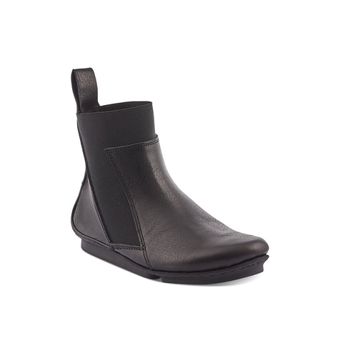 Handcrafted on the soft and slipper-like 'penna' sole, Moment is a sleek new ankle boot from Trippen. This modern interpretation of a Chelsea boot features a durable elastic gusset that wraps around the front of the leg, creating a neat silhouette. The unlined veg-tanned upper beautifully embraces the foot and the almond-shaped toe is both flattering and versatile.