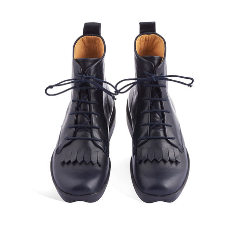 Familiar yet unique, Tracey Neuls' Oli is the ultimate winter ankle boot in the darkest of navy tones. The sole unit of this incredibly versatile ankle is chunky yet very light and cushioned, making it perfect for long days on your feet. The front kilty fringe detail adds an element of tradition to this contemporary winter boot.