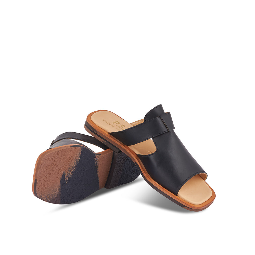 With a chic profile and the right amount of coverage, the Sand Sandal features a supple leather upper and soft leather insole. This elegant slide is handmade in Melbourne and perfect for keeping cool and stylish on hot summer days.