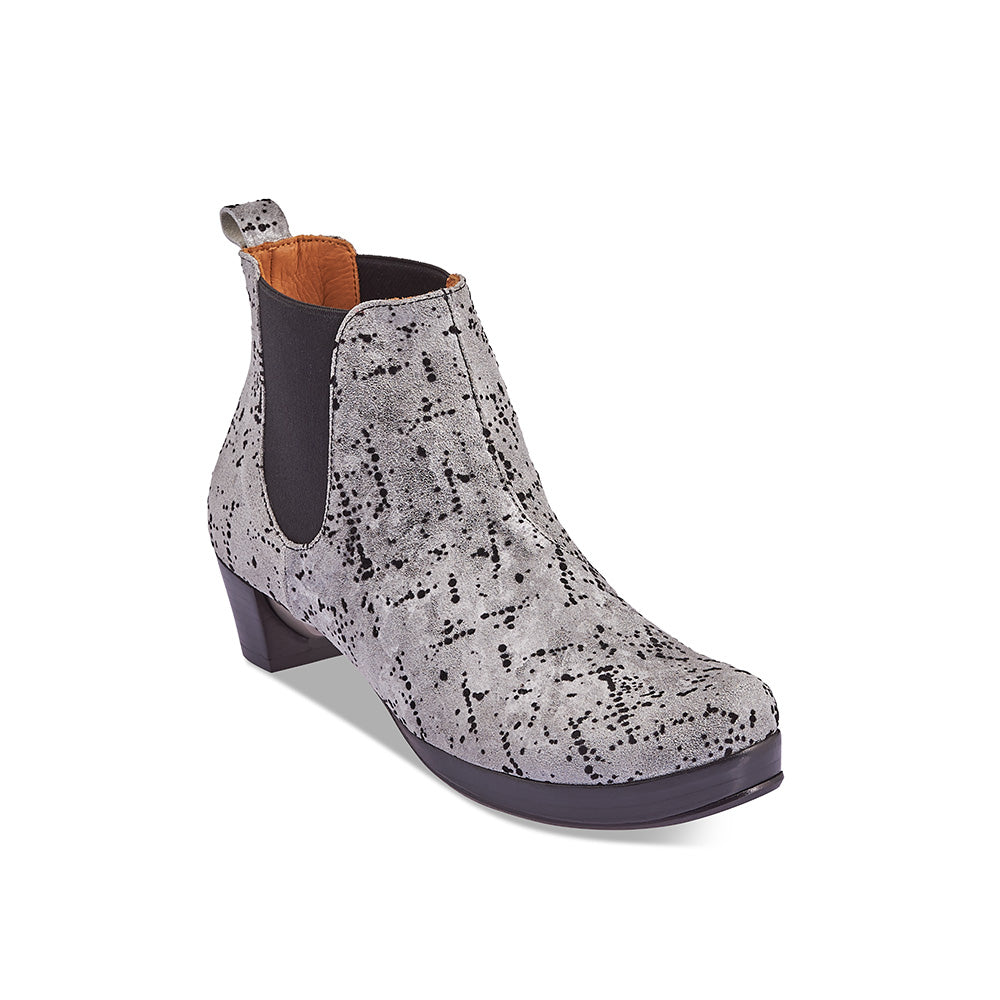 A modern chelsea with textural flair, Prince by Tracey Neuls has an easy fit and a leather sole incorporating a subtle platform for extra comfort. The gorgeous quail egg finish features a soft silvery leather upper flocked with felt. This handcrafted statement boot is a season stand-out and the leather sole is signed by the artisan.