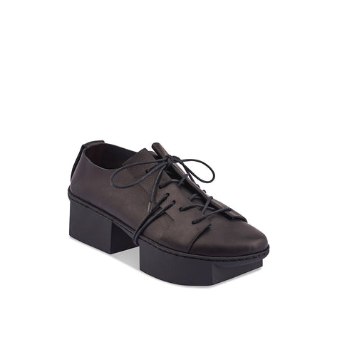 Elevating the traditional lace up to new heights, Trippen has created a beautifully layered leather shoe with a platform sole and wrap-around lacing. The supple veg-tanned leathers embrace the foot and the lacing ensures a comfortable and secure fit on any foot.
