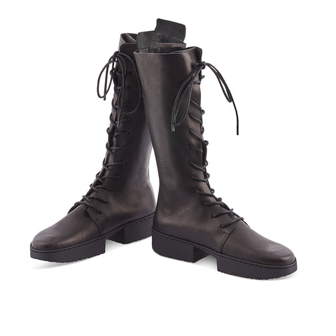 Rush is a versatile mid-calf boot handcrafted from luxurious veg-tanned leather. The combination of front lacing and rear zip makes this winter option suitable for any calf shape. The flat-form rubber sole creates a modern silhouette while the sculpted leather insole provides arch support to keep your feet happy all winter long.