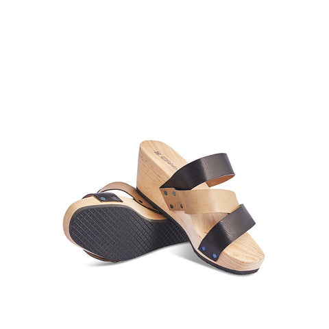 A simple and elegant modern clog, Slope has dynamic two-tone straps over the foot and textured rubber sole grip. These clogs are surprisingly comfortable and lightweight with a sculpted insole for support underfoot.