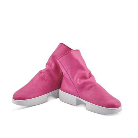 A sporty ankle boot with an angular side zip, Tourist is crafted in the softest deep pink leather upper that forms a subtle drape over the instep. The boot is leather lined and features the comfy 'sport' sole and internal leather arch support.