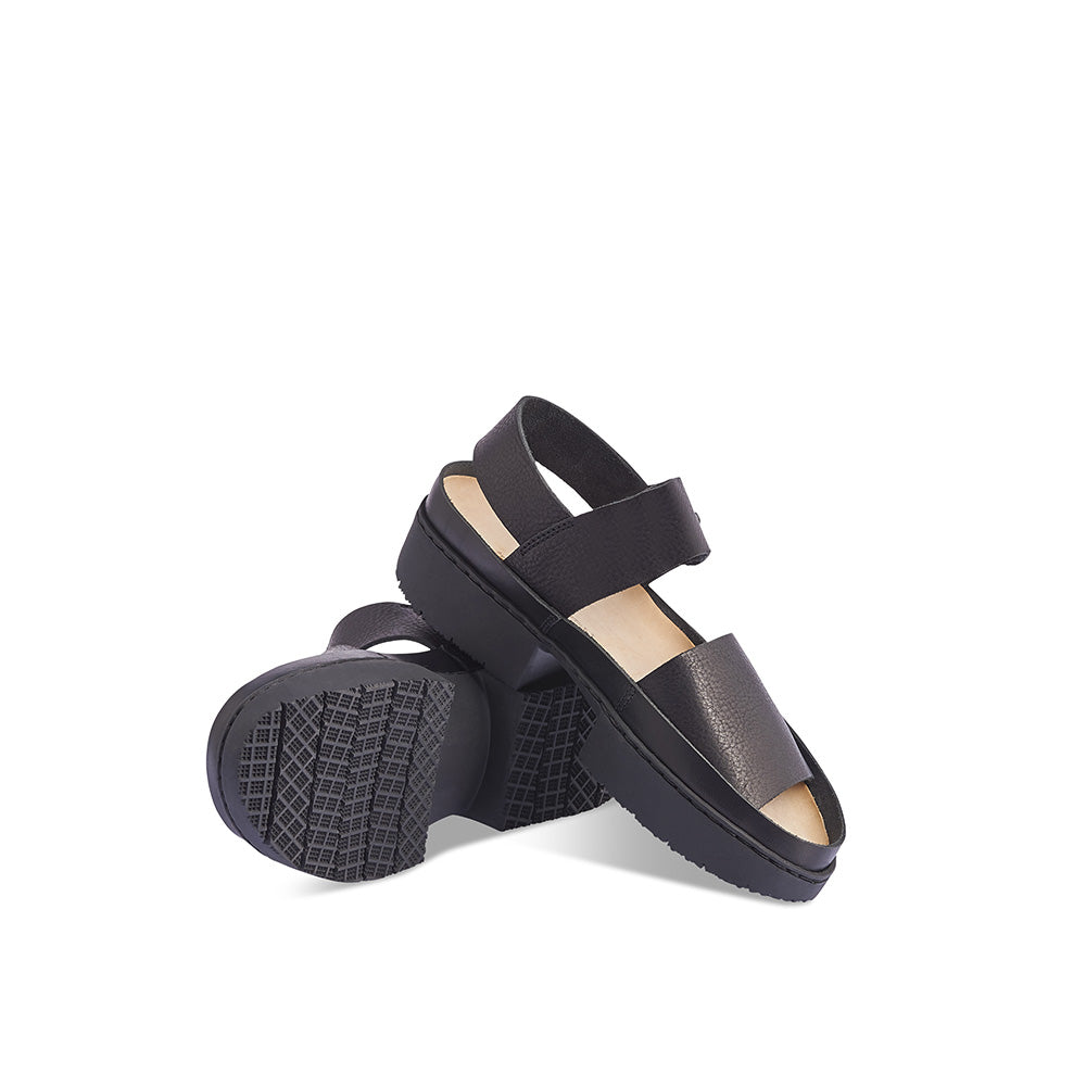 Trippen reinvents the summer sandal with the chic and versatile Traffic. Set on the super-comfy Sport platform sole, this functional summer favourite features broad, soft leather straps and subtle leather edging around the foot.