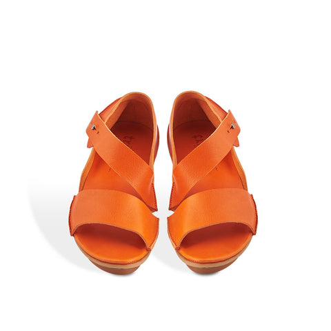 The perfect summer sandal in gorgeous orange, Aroma features a sweeping ankle strap with stud fastening and a soft front strap for a neat fit. As you'd expect from Trippen, the veg-tanned leather uppers are beyond compare for summer comfort and feel lovely against the skin on the hottest of days.