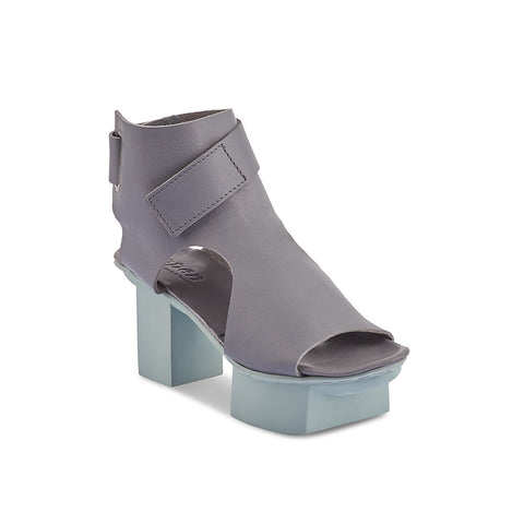 A new high-cut sandal from Trippen, Bollard has a gorgeous light grey leather upper and a contrast ice blue sole. This head-turning sandal is open at the sides and heel, and has a broad velcro strap that runs through a metal loop and wraps around the ankle.