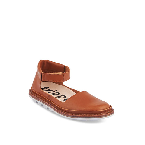 A roomy closed-toe sandal with a graphic white sole, Fringe in deep tan has a supple unlined leather upper with by a low velcro ankle strap and deep heel counter. The contoured cork and leather insole offers plenty of support and the flexible sole is a dream underfoot.