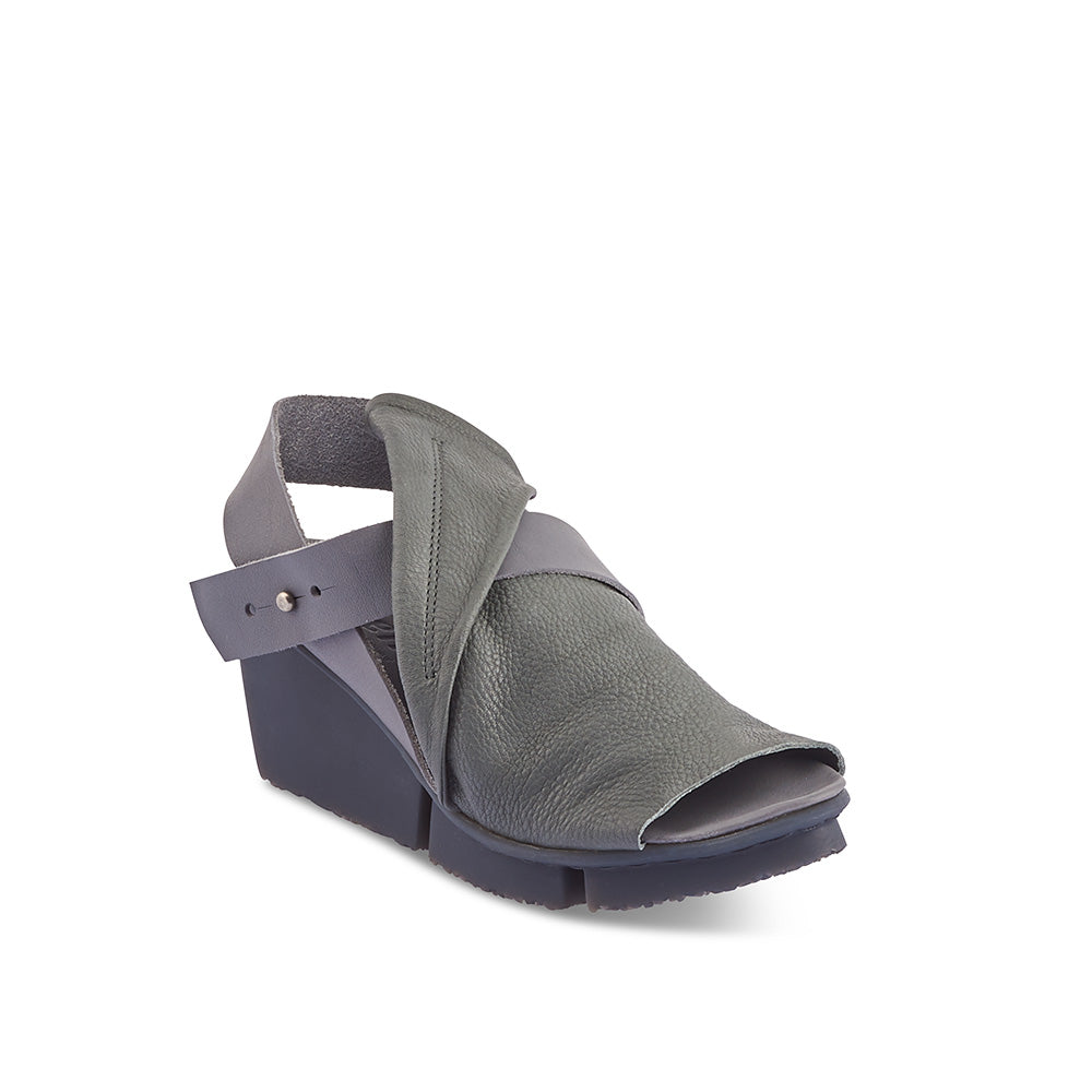 Rail is an elegant wedge sandal with a graceful leather fold detail and contrast ankle strap. Handcrafted in the most supple calf leather, the flexible Splitt wedge sole and soft leather insole combine for all-day comfort with a little extra height.