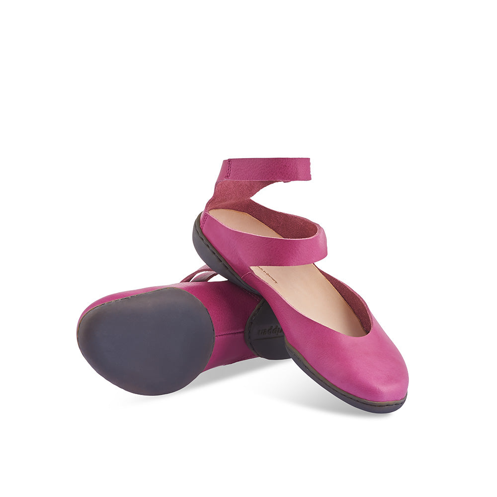 Sleek by Trippen features curvaceous cut-outs that create beautiful lines on the foot. The low-profile Cups sole and contoured leather insole provide a supportive fit, while the unlined leather upper sits softly on the foot and is breathable through the hottest of summer days.