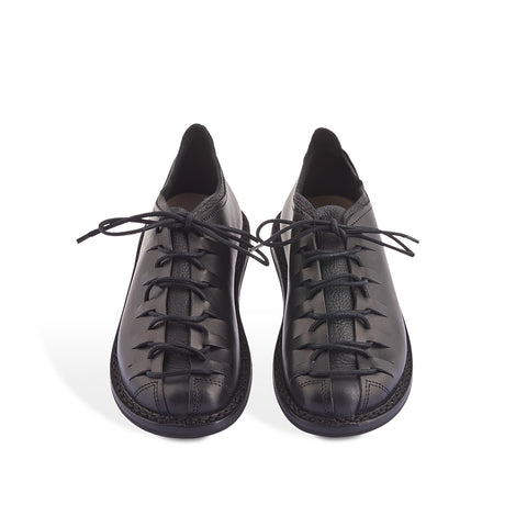 The ultimate year-round casual lace-up, Sport's leather upper is elevated with a luxuriously soft elk leather tongue and back lining that creates an phenomenal level of comfort. The roomy fit is adjustable with near-to-toe lacing and the sturdy rubber sole is suitable for any surface.