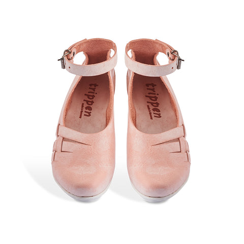 This stylish pump by Trippen features a soft pink/apricot leather upper finished with the lightest wax coating that will develop a beautiful patina over time. The leather plait detail and fine ankle strap add further interest to this minimalist summer staple.