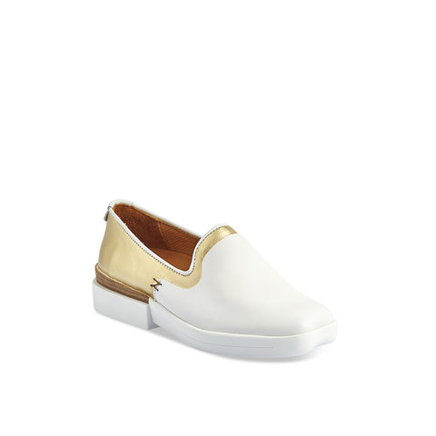 Designed with Tracey Neuls' subtle heart-shaped toe, the Turi loafer features a crisp white and gold leather upper. The chunky sole is micro light and mixes a touch of leather with technical rubber for maximum comfort and style.