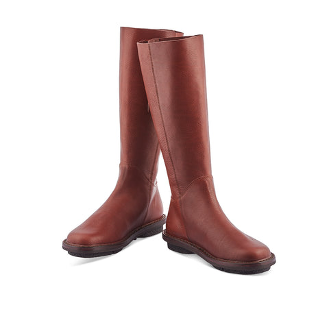 Wall is a knee-high boot from Trippen in a gorgeous chestnut brown leather. This wear-anywhere winter boot features an unlined top section, soft leather lining around the foot and subtle rear zip fastening. Perfect battling the harshest winter chill, this Trippen classic has a clean and timeless silhouette for wardrobe longevity.