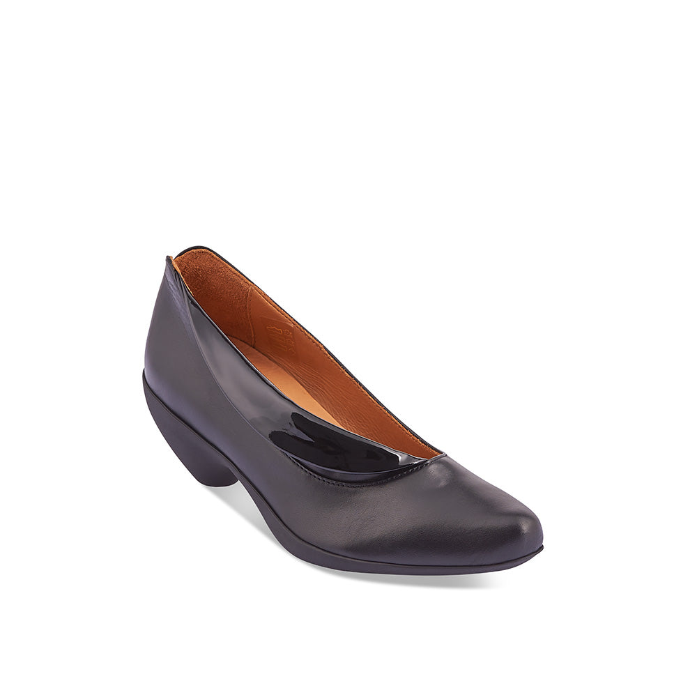 An elegant slip-on with a patent leather fold detail, Wave sits on an amazingly comfortable rubber sole and has a beautifully sculpted toe shape. This perfectly proportioned heel features graceful design lines and a beautiful, flattering silhouette.
