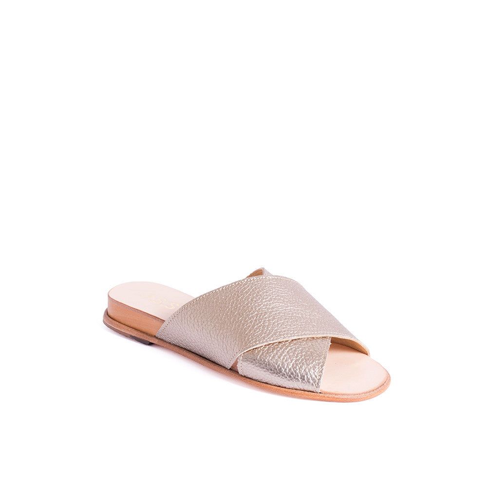With a gorgeous calf leather upper, this easy-fit sandal is a versatile option for summer. Set on a veg-tanned leather sole, the low 2cm wedge provides lift without sacrificing comfort.