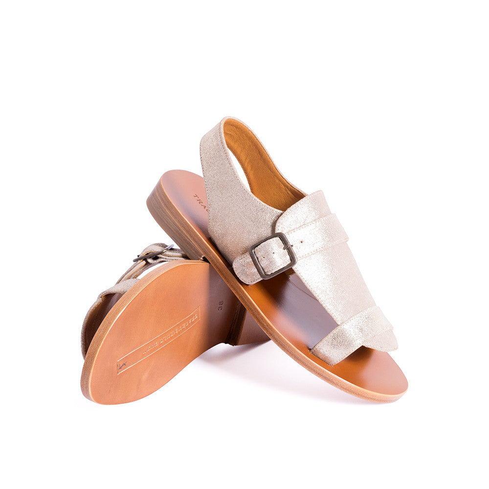 The perfect slingback sandal, Hobo champagne is handcrafted from metallic finish sueded leather. The leather sole is soft and flexible underfoot and is subtly contoured for all day comfort.