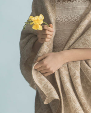 Dale of Norway - Rose Shawl - Beige