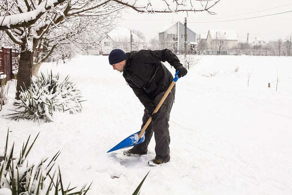 5 Tips for Shoveling Snow and Avoiding Back Pain