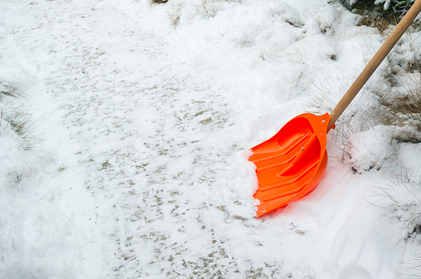 Best Snow Shovel Techniques for Seniors