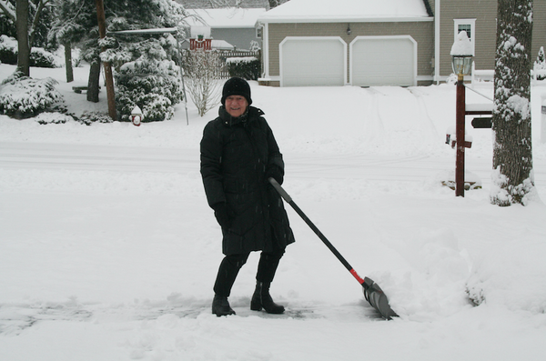 How to Choose the Best Snow-Shovel for Seniors
