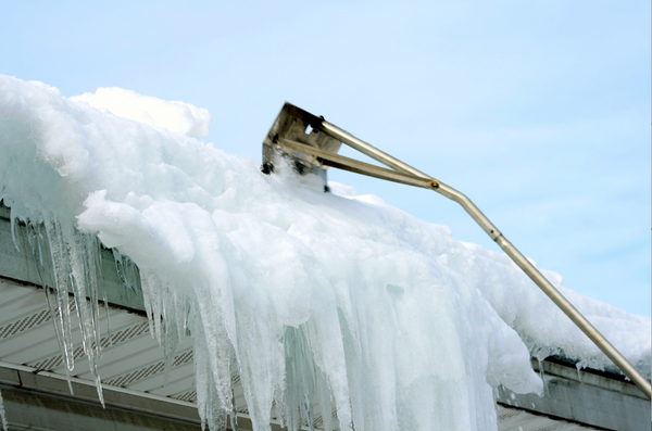 8 Tips for Safe Rooftop Snow Removal
