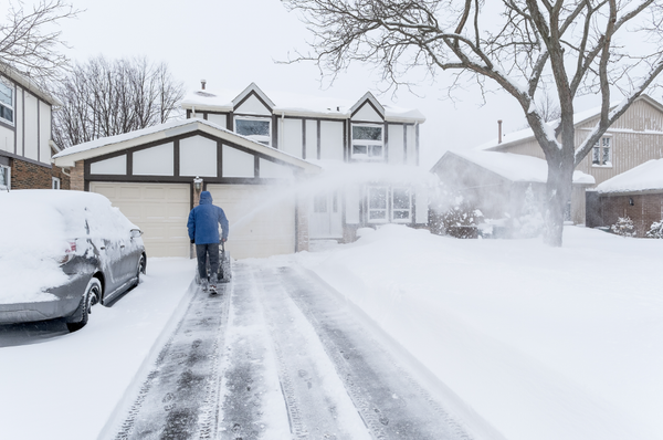 4 Tips for Clearing a Concrete Driveway Full of Snow