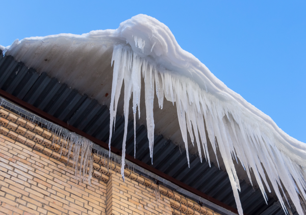 5 Winter Roof Damage Issues Homeowners Need to Know