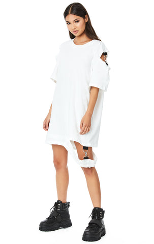 CUTOUT SHOULDER AND WAISTBAND OVERSIZED TEE WITH CLASPS