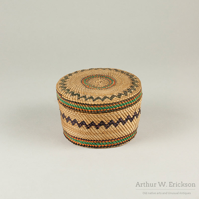 Makah Lidded Basket with ZigZag design