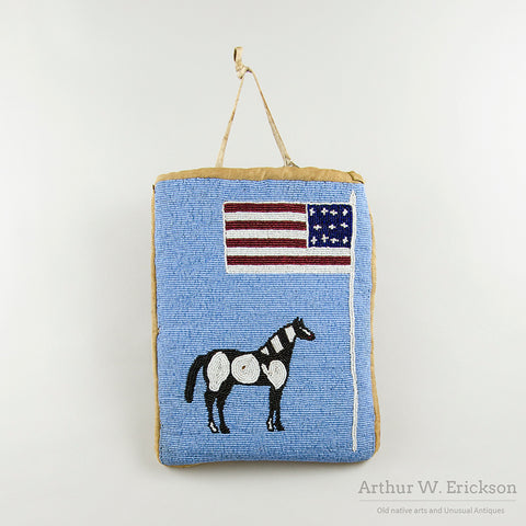 Plateau Beaded Beaded Flat Bag with Horse and Flag