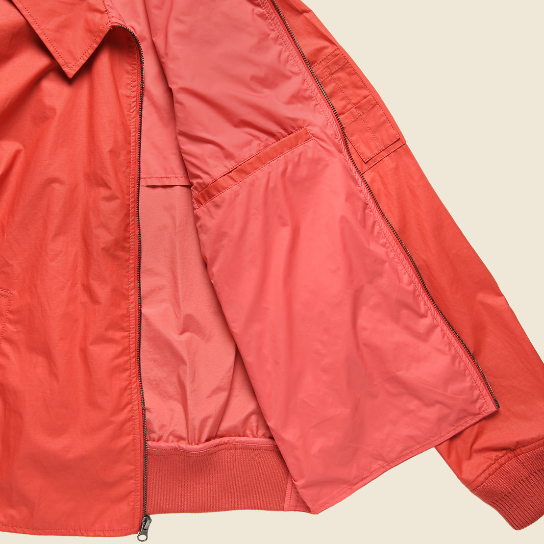 Geneva Windbreaker - Red