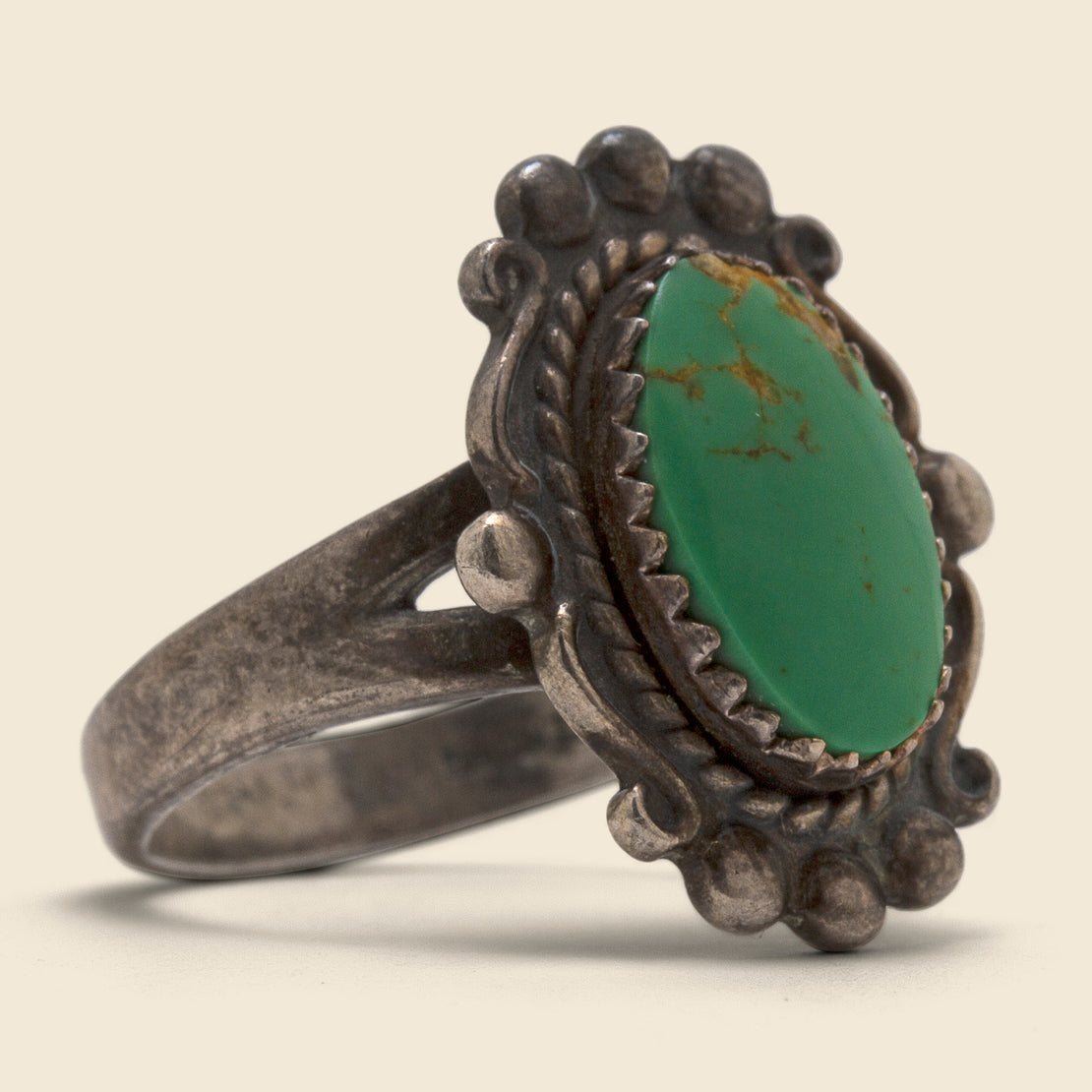 Vintage Oval Scalloped Turquoise Ring - Sterling Silver