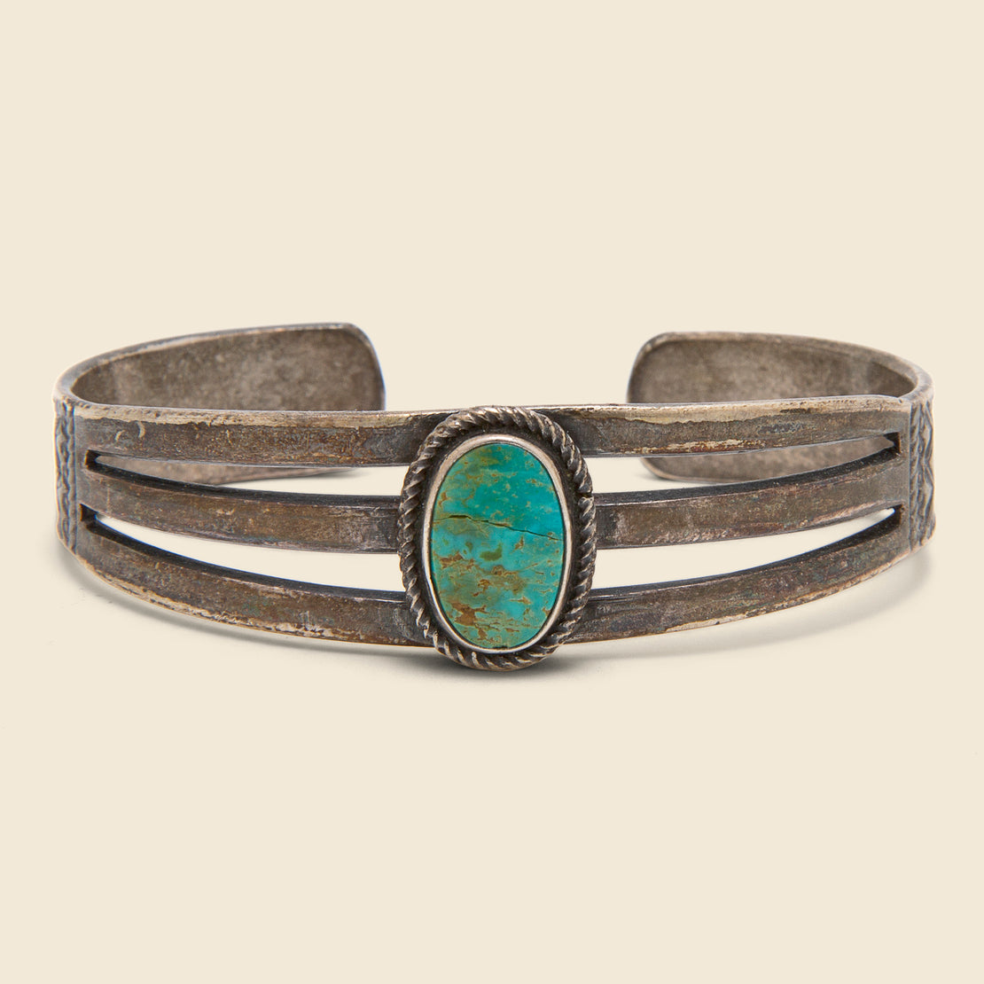 Vintage Single Stone Turquoise Cuff - Silver