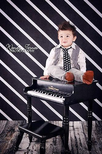 BLACK WHITE STRIPE ANGLE BACKDROP - 7328 - DropPlace