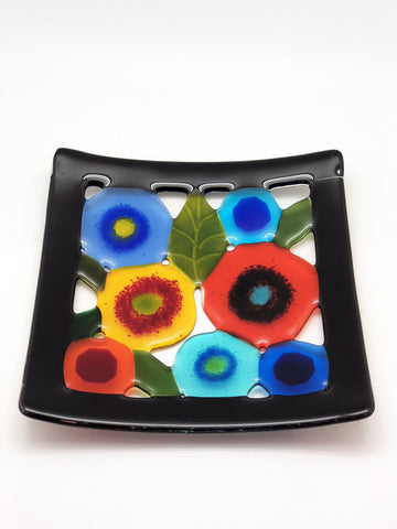 Spring Garden Plate with Black Border