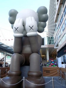 PIRATES OF THE CARIBBEAN JACK SPARROW 1000% BE@RBRICK KAWS HITS HARBOUR CITY!