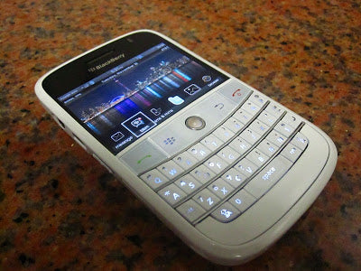BLACKBERRY BOLD (WHITE BERRY)
