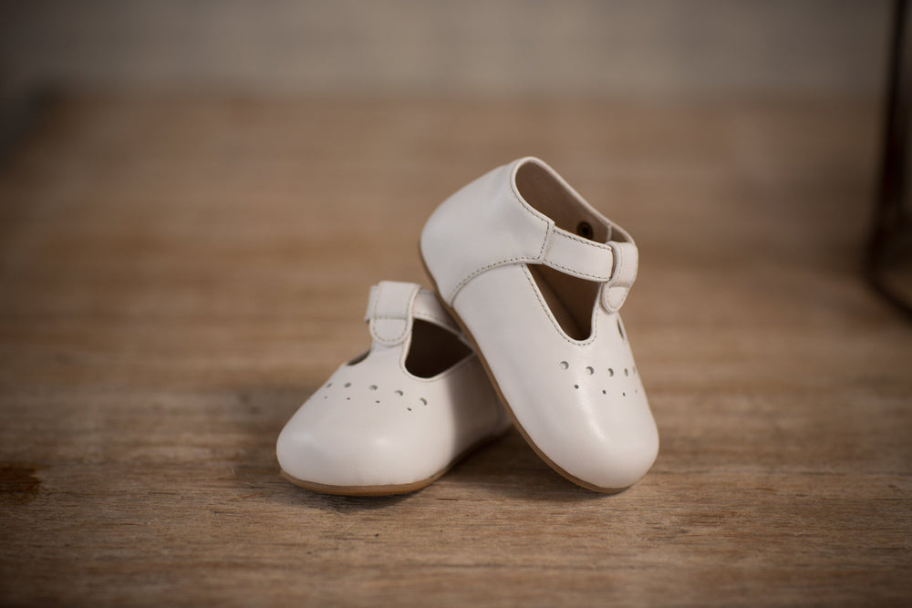 Oaks White Baby Shoes