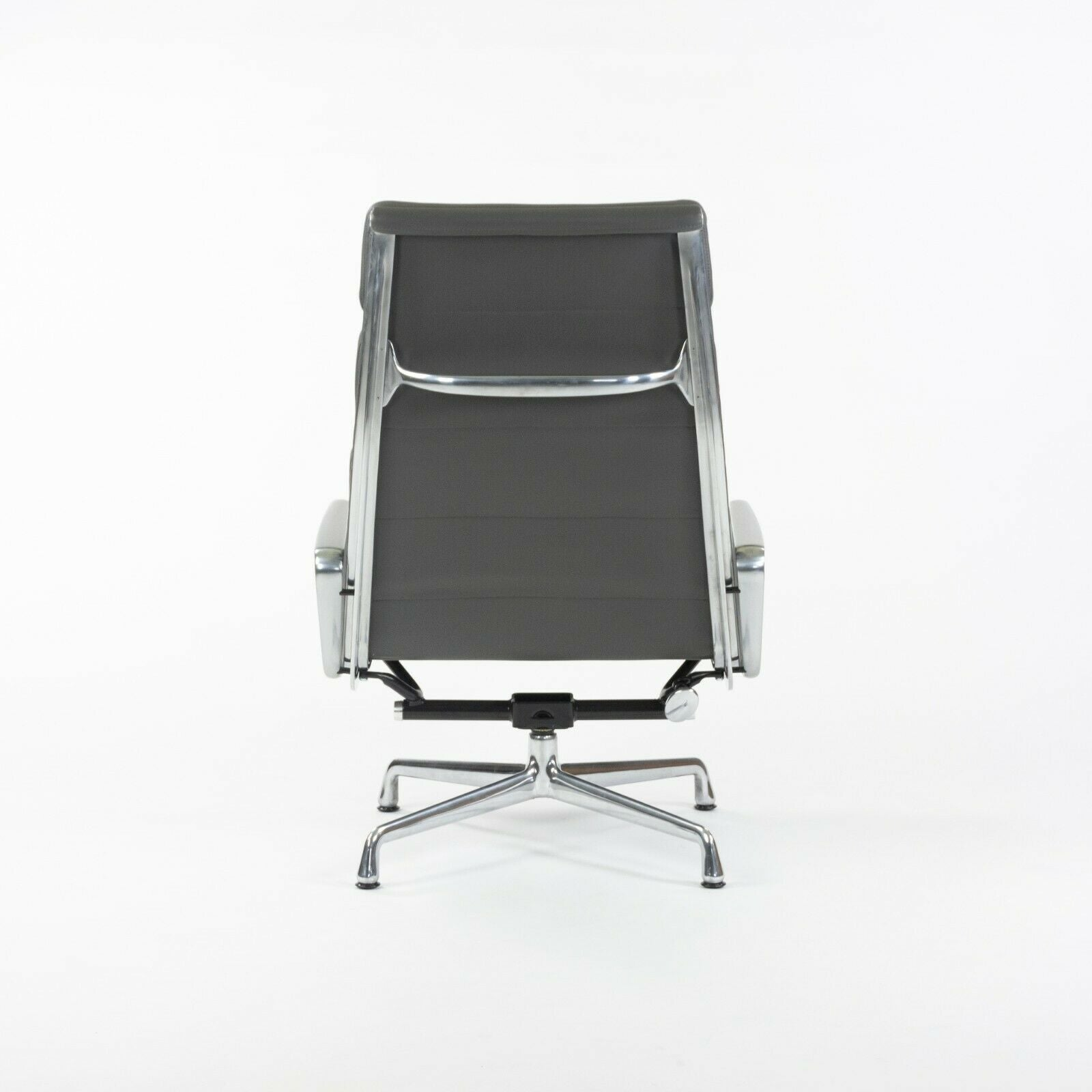 SOLD 2015 Eames Herman Miller Grey Soft Pad Aluminum Group Lounge Chair 3x Available
