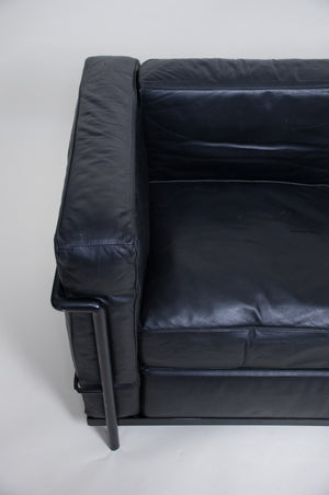 SOLD Le Corbusier Black Leather Black Frame LC2 Petit Modele Two Seater