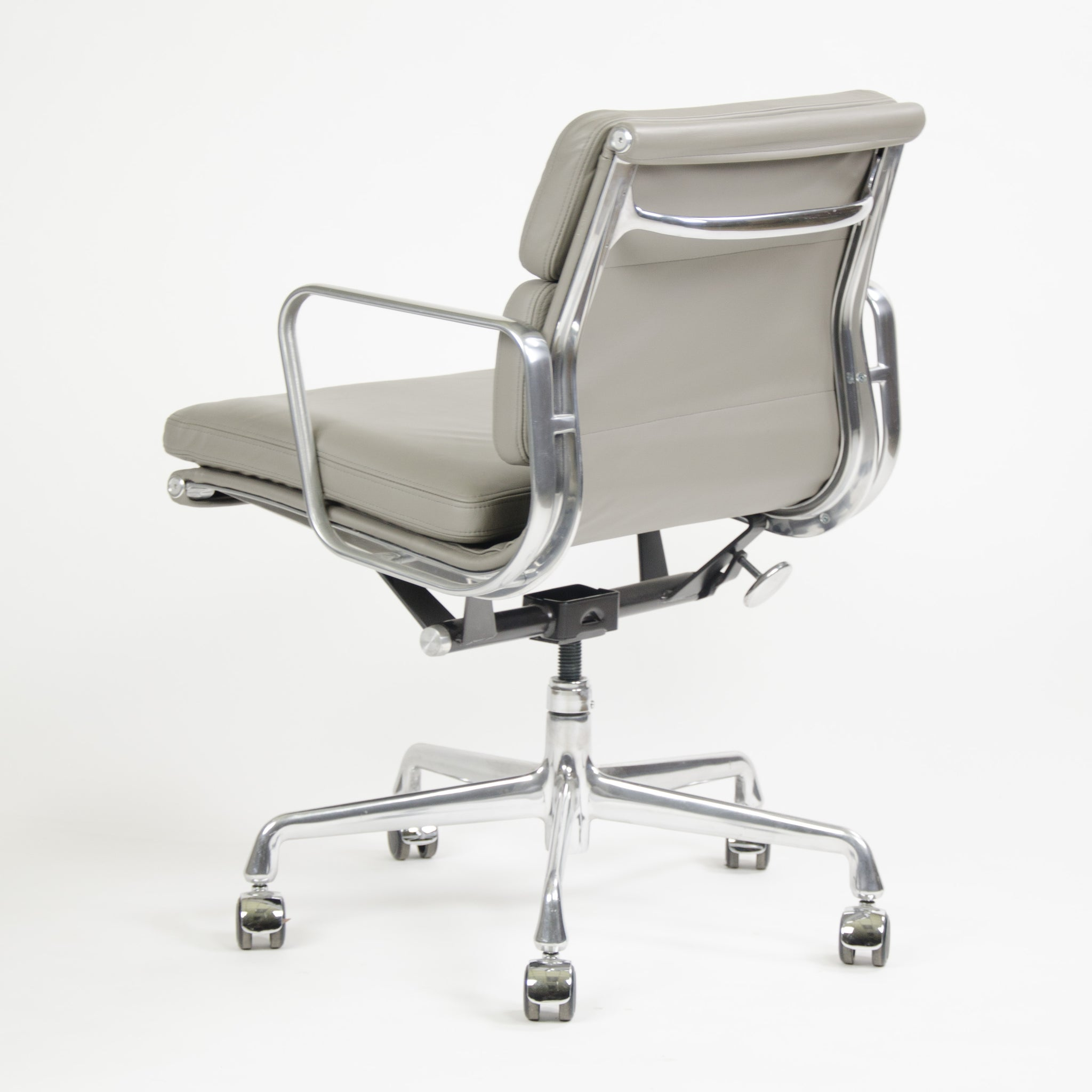 Herman Miller Eames Soft Pad Aluminum Group Chair Light Gray Leather 2013